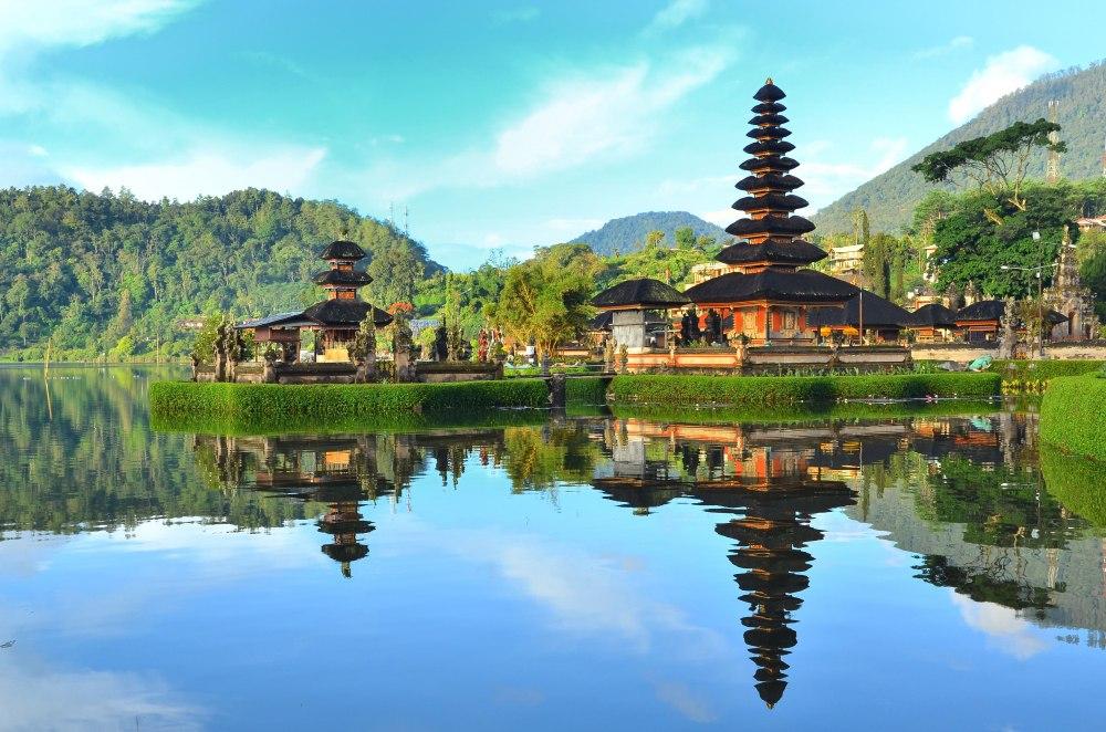 Почивка Почивка на остров Бали - Имаме удоволствието да Ви поканим да откриете вашето вдъхновение в едно пътуване до Бали – Островът на Боговете! Остров с древни паметници и храмове, девствени златни плажове и кристално чиста вода, природни забележителности и уникална природа. Ще преживеем заедно романтиката на острова, ароматите на цветя и вибрацията на Свещените места. Всеки миг на този остров е вълшебство, което трябва да се преживее.
